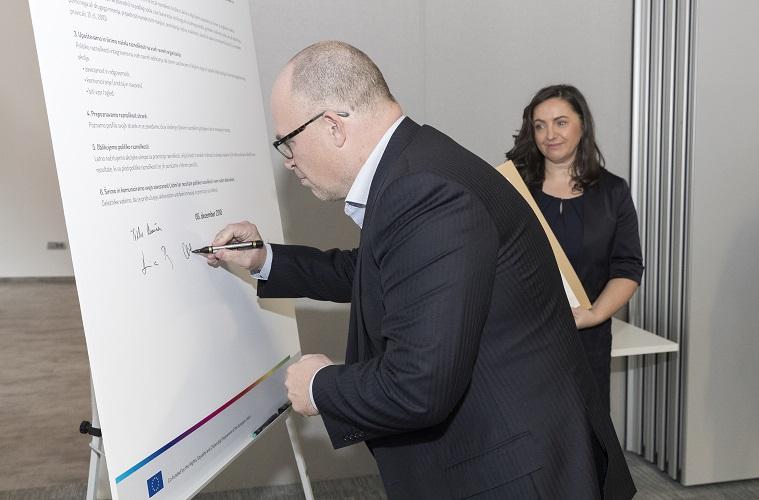 Al firmar la Carta de la Diversidad, CETIS promueve los valores de inclusión e igualdad